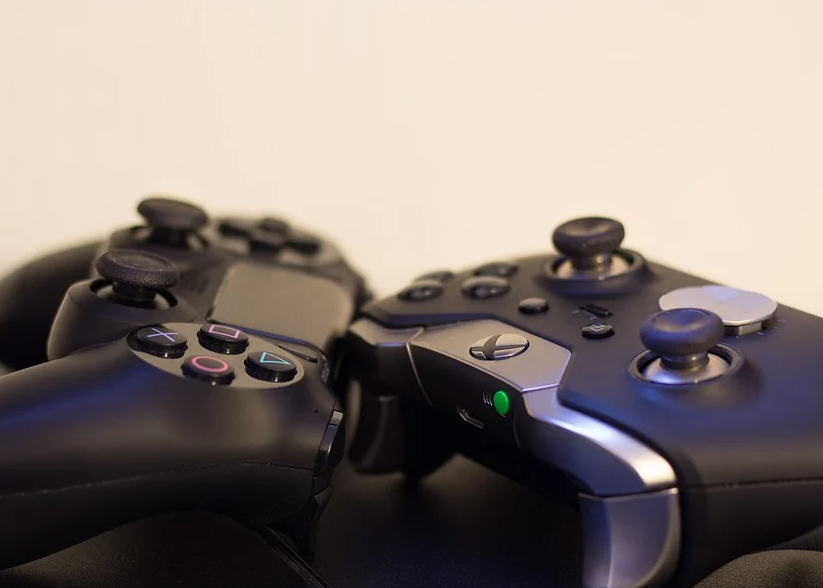 Console Controllers are More Comfortable - PC Gaming vs Console Gaming